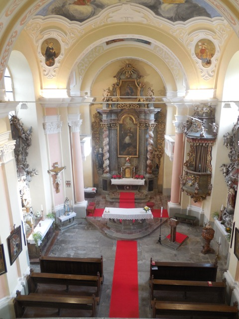 Vnitřek kostela vOmleničce